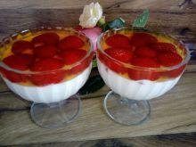 Deser śmietankowy z truskawkami