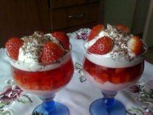 Deser truskawkowy obłoczek