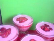 Deser truskawkowy z jogurtem i galaretką