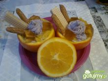 Deser w pomarańczach z nutą jagodową