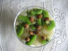 Deser waniliowy z kiwi i pomelo