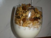 Deser z błonnikiem i granolą