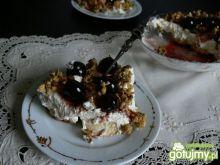 Deser z canestrellini i czereśniami