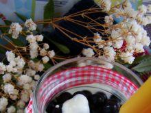 Deser z czarną porzeczką