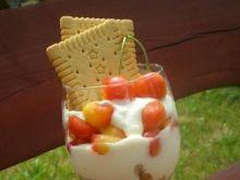 Deser z czereśni, jogurtu i musli