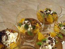 Deser z galaretek, owoców i śmietany