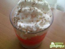 Deser z jogurtem truskawkowym