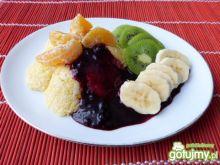 Deser z kaszki kukurydzianej z owocami