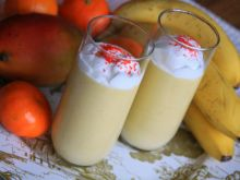 Deser z mango i bitą śmietaną