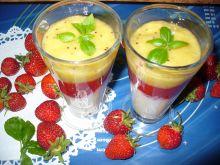 Deser z mango i musem truskawkowym