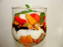 Deser z melonem i sosem balsamicznym