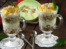 Desery jogurtowe z płatkami owsianymi