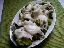 Dietetyczna sałatka z brokułem