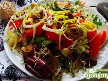 Dietetyczna sałatka  z porem i oliwkami
