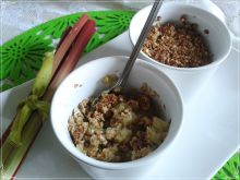 Dietetyczne crumble z rabarbarem