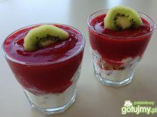 Dietetyczny deser z truskawką
