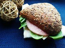 Domowa kanapka z salami