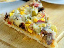 Domowa pizza drożdżowa