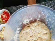 Domowa pizza na suchych drożdżach