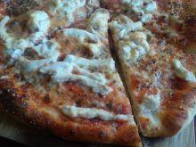 Domowa pizza serowa z kurczakiem
