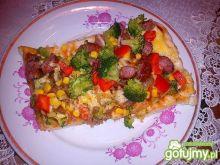Domowa pizza z brokułem