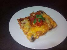 Domowa pizza z chrupiącym boczkiem