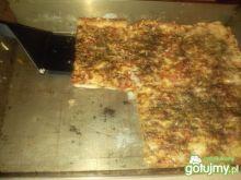 Domowa pizza z mięsem mielonym