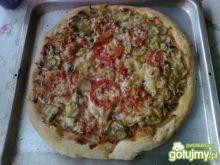 Domowa pizza z ogórkiem
