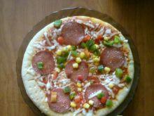 Domowa pizza z salami