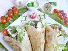 Domowa tortilla z zielonym sosem