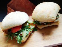 Domowe burgery z fetą i mięsem wołowym