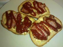 Domowe grzanki z szynka i żółtym serem - z patelni
