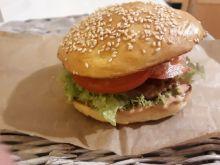 Domowy burger wieprzowy