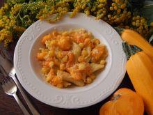 Domowy makaron garganelli z pomidorami i cukinią