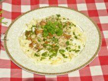 Domowy makaron z kurkami w sosie śmietanowym