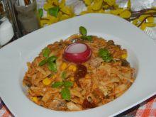 Domowy makaron z tuńczykiem i suszonymi pomidorami