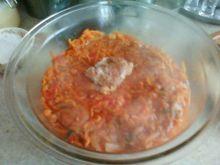 Dorsz w warzywach i sosie pomidorowym