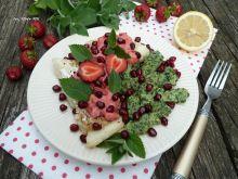 Dorsz z salsą truskawkową i zielonymi kluseczkami