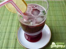 Drink z sokiem żurawinowym i miętą
