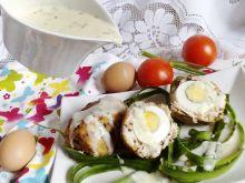 Zapiekane jajka po szkocku z sosem chrzanowym