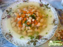 Drobiowy rosół z białą fasolą