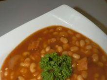 Drobna fasolka w sosie pomidorowym