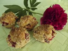 Drożdżowe babeczki muffineczki z truskawkami