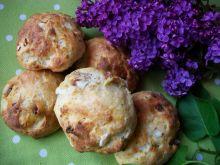 Drożdżowe bułeczki z kabanosami i cebulką