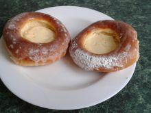 Drożdżowe bułeczki z serem