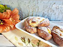 Drożdżowe bułeczki z serem i brzoskwiniami
