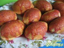 Drożdżowe bułeczki z wiśniami i lukrem