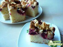 Drożdżowe ciasto ze śliwkami i kruszonką