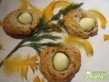 Drożdżowe gniazda z jajem
