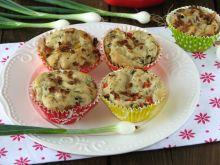 Drożdżowe muffinki z kabanosami
